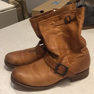 LIKE NEW frye Veronica short tan boots